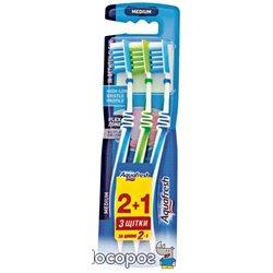 Зубная щетка Aquafresh In Between Clean 2+1 Средняя (3830029292998)