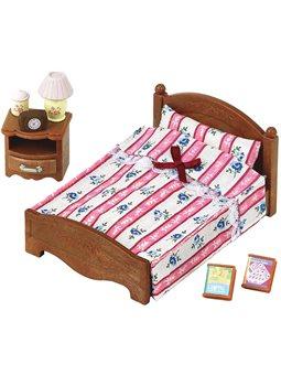 Игровой набор Большая кровать и тумбочка Sylvanian Families [5019]