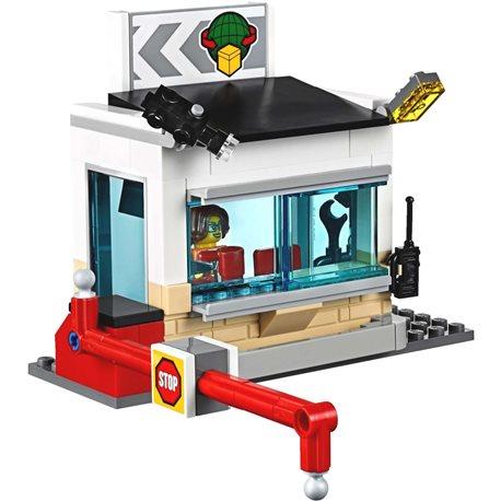 Фото Конструктор LEGO City Грузовой терминал 60169